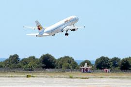 Sala dice que solo se recortará el descuento para viajar a los que gasten 8.000 euros por trimestre