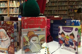 La biblioteca municipal de Can Ventosa acoge una exposición de cuentos y personajes de Navidad
