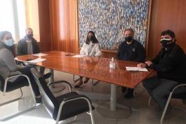 El Consell se compromete a editar un vídeo para dinamizar el barrio de Ses Figueretes de Vila