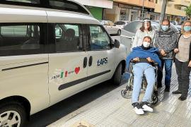 La Plataforma Sociosanitaria agradece a Lapo Agnelli y Joana Lenos la donación de una furgoneta