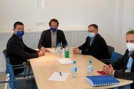 Pons insiste en una solución global para el puerto de Sant Antoni, que reitera que es insular y autonómico