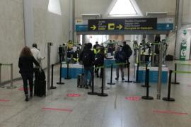 Controles PCR en el aeropuerto de Son Sant Joan.