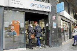 El bono social con descuentos para el recibo de la luz entra en 13.500 hogares de Baleares