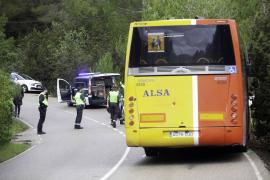 La colisión entre una furgoneta y un autobús escolar en Sant Josep, en imágenes (Fotos: Daniel Espinosa).