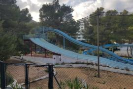 El PSOE de San Juan propone la reconversión de los toboganes de Portinatx en un parque público
