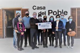 La Asociación de Mayores del Pilar de la Mola dona 5.500 euros a Formenterers Solidaris