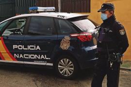 La Policía Nacional detiene a una mujer que vendía certificados falsos de PCR