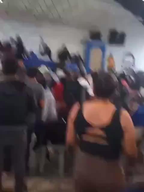 Lanzan una silla a Evo Morales en la cabeza en un acto de su partido