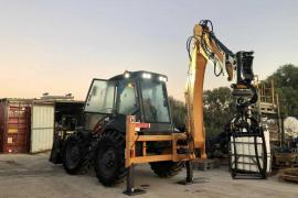 Formentera incorpora una nueva retroexcavadora para mejorar la selección de residuos