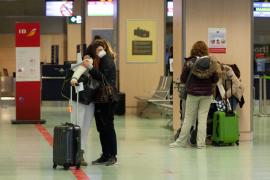 Sanidad planea prohibir los viajes en Navidad, incluso para visitar a familiares