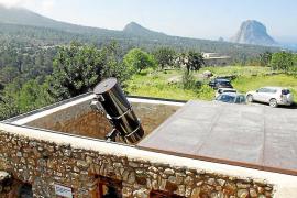 La Agrupación Astronómica de Ibiza rechaza que se construya una mansión frente al observatorio de Cala d'Hort