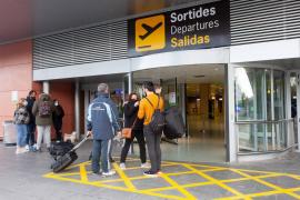 Miles de valencianos atrapados en Ibiza sin poder volver a casa en Navidad