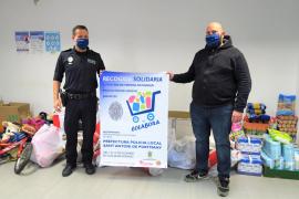La Policía Local de Sant Antoni hace entrega de la recogida solidaria a Cáritas