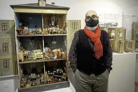 El 'mundo de fantasía' de las casas de muñecas del ibicenco Félix Martínez Torres