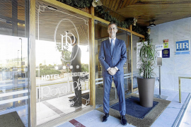 Eduardo Manero, director del Hotel Royal Plaza: «El personal es el alma del Royal Plaza»