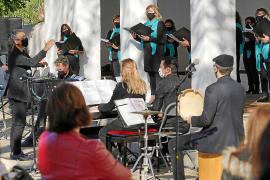 Emotivo y dinámico concierto de Navidad del Cor des Pla de Jesús
