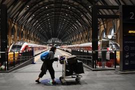 Once países europeos cierran sus fronteras a Reino Unido por la nueva cepa
