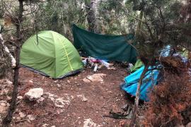 Policía Local de Sant Antoni desmantela un asentamiento ilegal alzado en sa Talaia