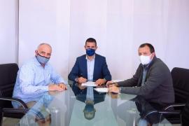 Sant Antoni firma el convenio de colaboración con la Asociación de Comerciantes del municipio