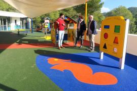 Sant Antoni instala un nuevo pavimento de caucho en el patio de la escoleta Can Coix