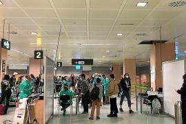 Quejas por el «caos» del control a viajeros nacionales en Ibiza