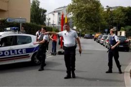 Al menos tres gendarmes muertos por disparos de un hombre armado en Francia