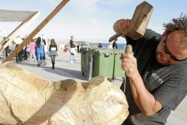 Los escultores salen del taller para crear frente al público