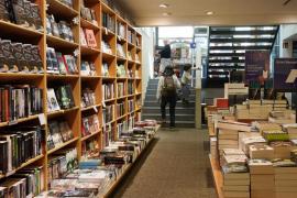 Correos abarata el envío de libros