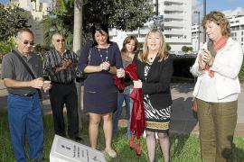 Vila descubre un monolito en honor a Joan Marí Cardona