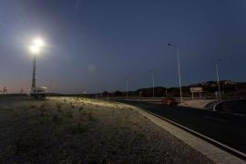 Peligro por la falta de iluminación de las rotondas de la variante de Ca na Negreta