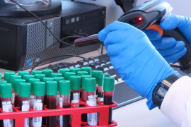 Reino Unido aprueba el uso de la vacuna contra el coronavirus de la Universidad de Oxford y AstraZeneca