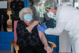Francisca Salas Pons, de 91 años, la primera menorquina en vacunarse