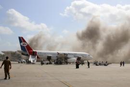 Mueren trece personas en un ataque en el aeropuerto de Adén tras aterrizar el avión con el nuevo Gobierno