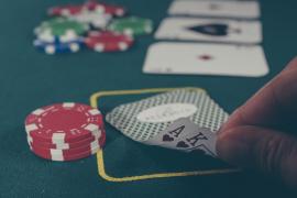El blackjack: un juego que ha recorrido tabernas, salones y casinos, hoy se juega online