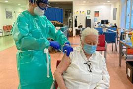 Ibiza tiene 1.950 vacunas y por ahora se han administrado 220 en residencias