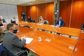Vicent Marí presidió junto a la delegada del Gobierno la reunión con alcaldes y Govern