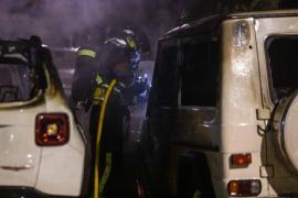 El incendio en un recinto de un concesionario de coches en Ibiza, en imágenes