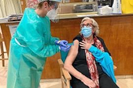 521 dosis administradas en residencias de mayores en los cuatro primeros días de vacunación en Ibiza