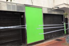 La Policía Local de Sant Antoni decreta el cierre cautelar de dos locales 'fumaderos'