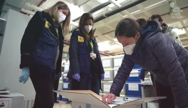 Llega a Baleares el tercer lote de vacunas de Pfizer