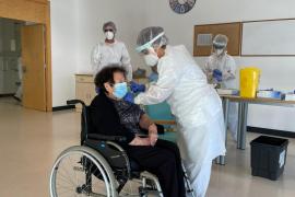 Antonia Ferrer Mari, de 86 años, primera formenteresa en recibir la vacuna