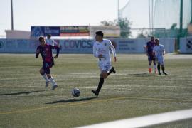 Una acción del partido entre la Peña Deportiva y el Valladolid.