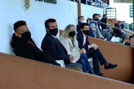 El PSOE exige investigar a la alcaldesa y a un concejal de Santa Eulària por asistir a un partido de fútbol restringido al público