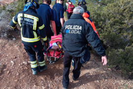 Los bomberos rescatan a una excursionista herida tras una caída en el Cap des Falcó