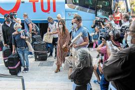 Govern y hoteleros ultiman un nuevo plan piloto para traer turistas a las Islas