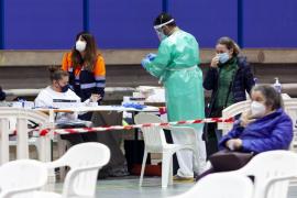 Un fallecido de 30 años en la jornada más negra de la pandemia en las Pitiusas