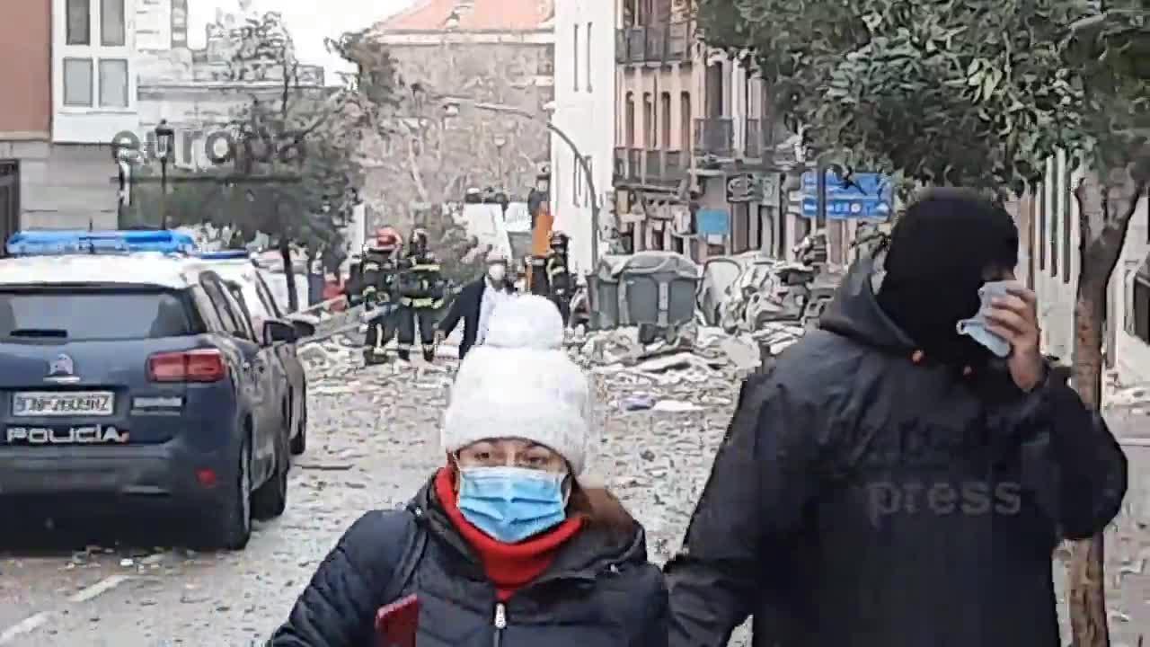 Tres muertos y una docena de heridos en la explosión de un edificio en el centro de Madrid