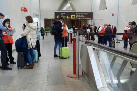 La Unión Europea restringirá más los viajes no esenciales pero se compromete a no cerrar fronteras