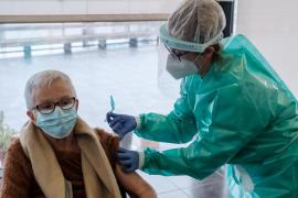 Empiezan a administrar la segunda dosis de la vacuna en residencias de Ibiza
