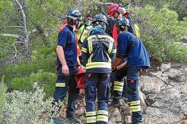 Los bomberos rescatan a un excursionista que se perdió en Cala Llonga